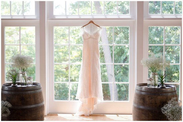Beautiful Neutral Cream Wedding Womens Club of Portsmouth Virginia Wedding Photographers_1500