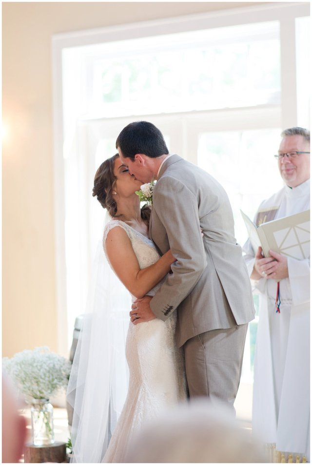 Beautiful Neutral Cream Wedding Womens Club of Portsmouth Virginia Wedding Photographers_1570