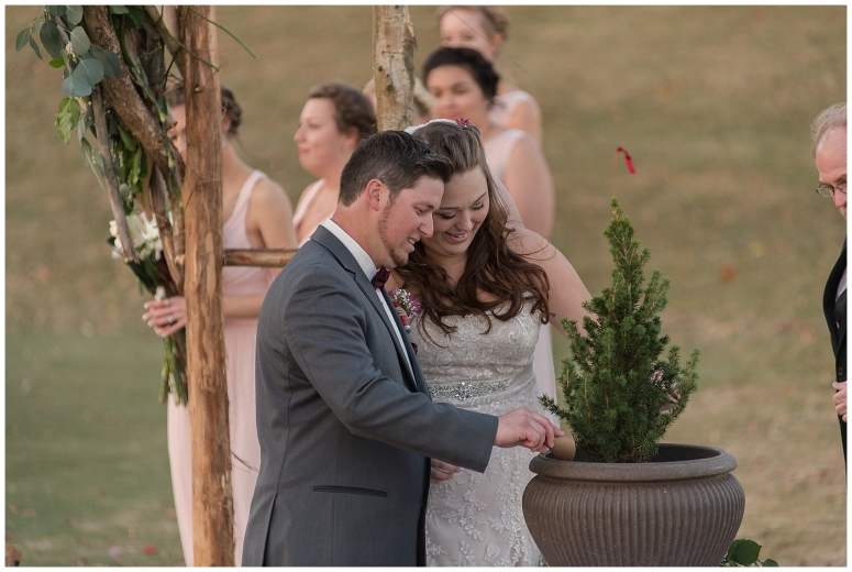 cedar-pointe-country-club-golf-course-outdoor-ceremony-virginia-wedding-photographers_3411