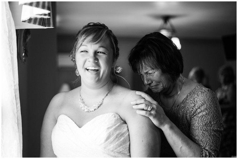 virginia-north-carolina-wedding-photographers-hampton-roads-virginia-engagement-photos-husband-and-wife-team-best-of-2016-getting-ready_3803