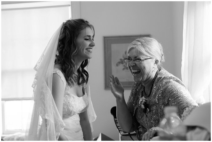 virginia-north-carolina-wedding-photographers-hampton-roads-virginia-engagement-photos-husband-and-wife-team-best-of-2016-getting-ready_3808