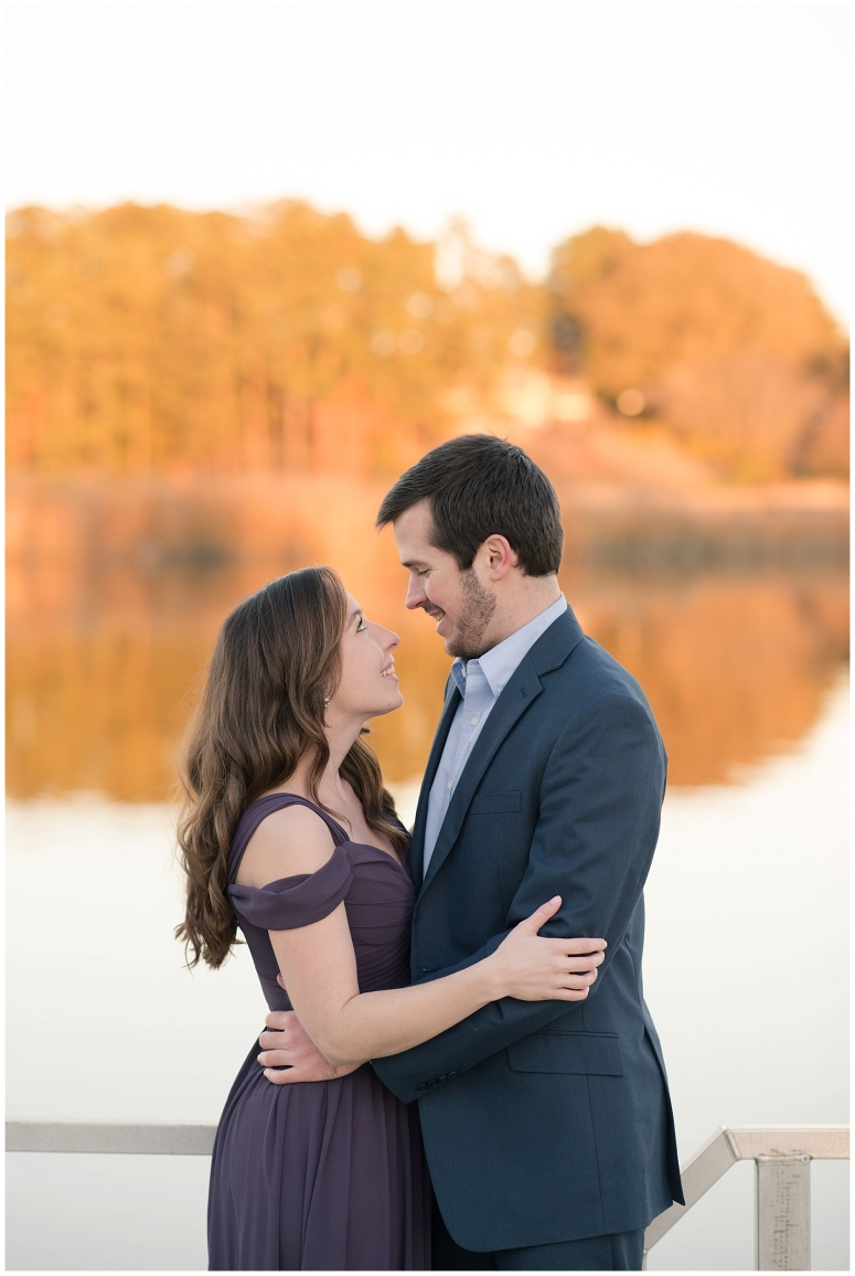 windsor-castle-park-winter-engagement-session-couple-poses-rowlands-photography-virginia-weddings_3585