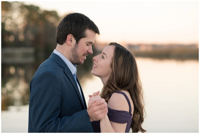 windsor-castle-park-winter-engagement-session-couple-poses-rowlands-photography-virginia-weddings_3588