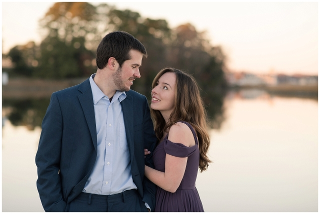 windsor-castle-park-winter-engagement-session-couple-poses-rowlands-photography-virginia-weddings_3593