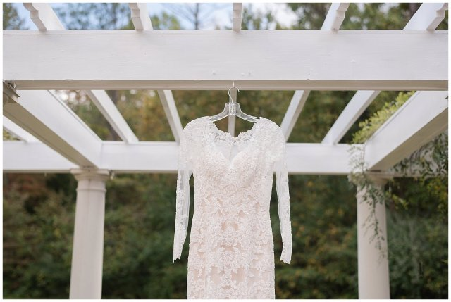 Red Wine Moss Green Fall Autumn Wedding Historic Jasmine Plantation Providence Forge Virginia Wedding Photographers_6463
