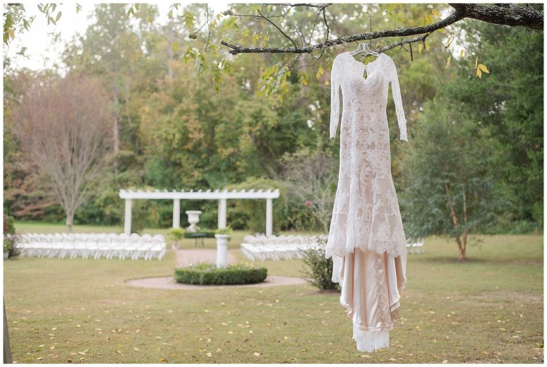 Red Wine Moss Green Fall Autumn Wedding Historic Jasmine Plantation Providence Forge Virginia Wedding Photographers_6464