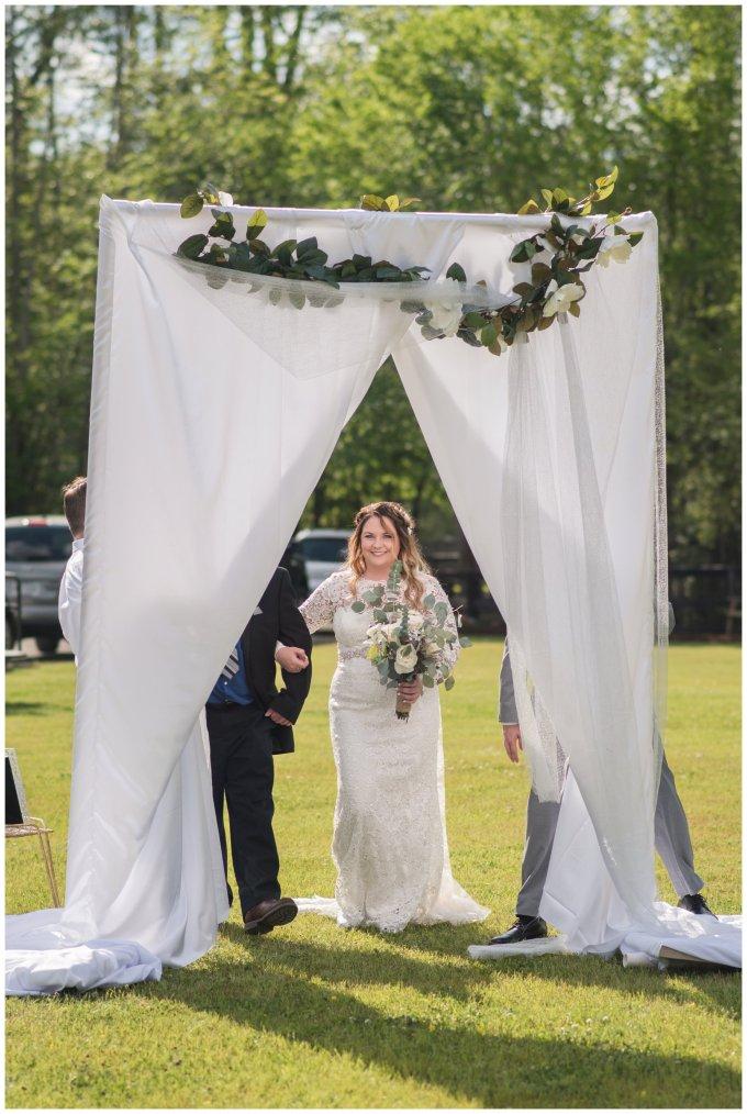 Intimate-Rustic-Backyard-Chesapeake-Virginia-Wedding_0673