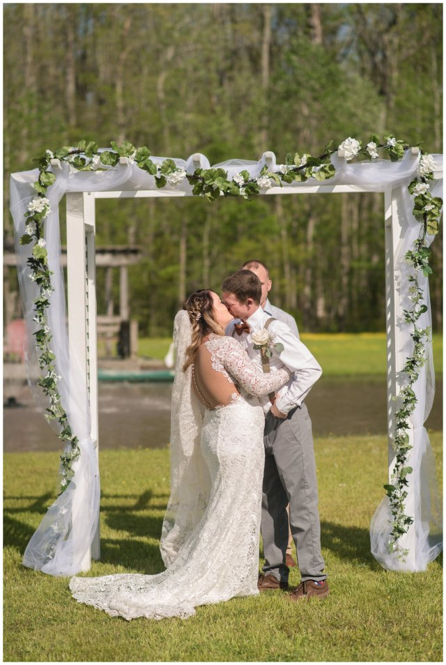 Intimate-Rustic-Backyard-Chesapeake-Virginia-Wedding_0689