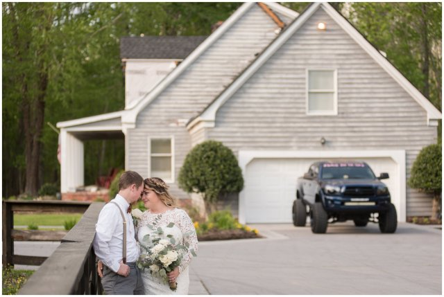 Intimate-Rustic-Backyard-Chesapeake-Virginia-Wedding_0712