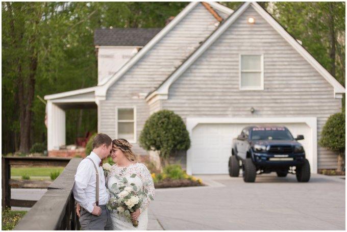 Intimate-Rustic-Backyard-Chesapeake-Virginia-Wedding_0712