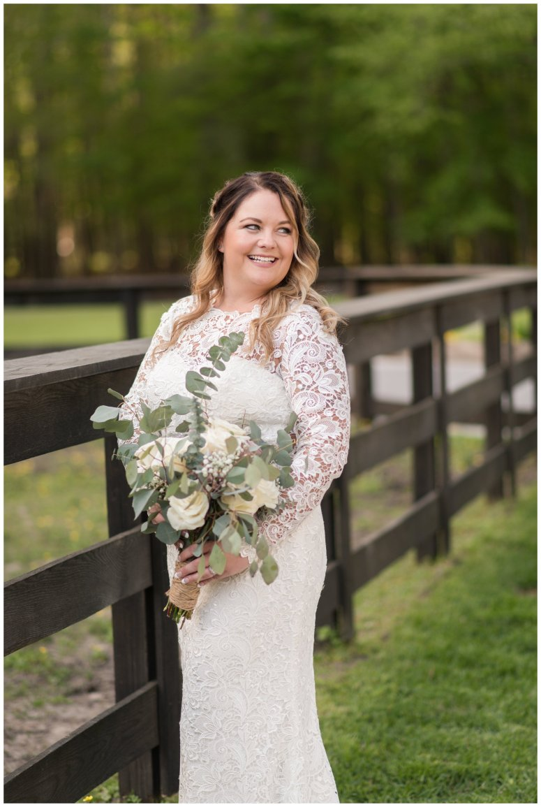 Intimate-Rustic-Backyard-Chesapeake-Virginia-Wedding_0718
